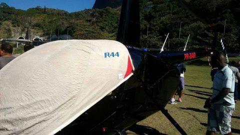 Helicóptero faz pouso forçado na orla de São Conrado, na Zona Sul do Rio.