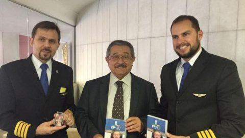 José Maranhão recebe homenagem do Sindicato Nacional dos Aeronautas.