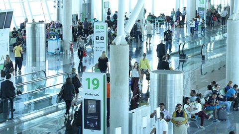 Aeroportos movimentam mais de 98 milhões de passageiros no 1º semestre.  Crescimento foi de 2,12%