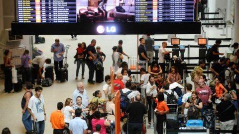 Média de satisfação dos passageiros com aeroportos se mantém estável.