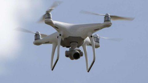 Drone atinge avião no Canadá; incidente não causa ferimentos.