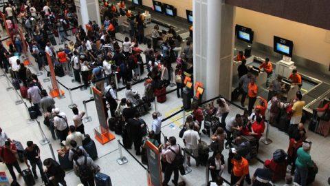 Mais de 2 milhões de passageiros devem passar pelos aeroportos da Infraero no feriado.