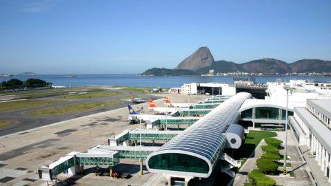 Passageiros denunciam circulação de ambulantes dentro do Santos Dumont.