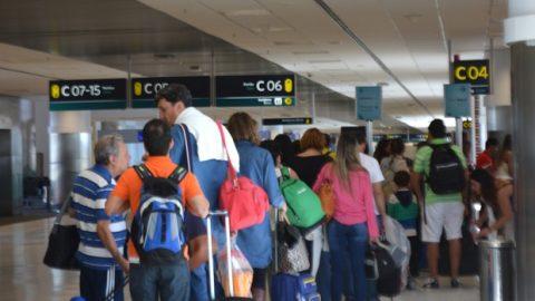 Principais aeroportos receberão dois milhões de passageiros no feriado.