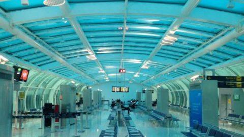 Sob chuva, Aeroporto Santos Dumont opera com ajuda aparelhos.