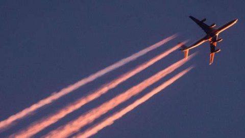 Qual é o impacto ambiental das viagens aéreas?