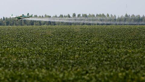 Deputado apresenta projeto para proibir pulverização com aviões agrícolas.
