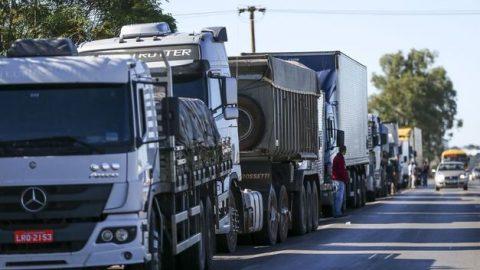 Greve dos caminhoneiros afeta transporte coletivo no Rio.