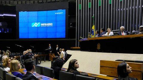 Sessão solene da Câmara comemora os 45 anos da Infraero.