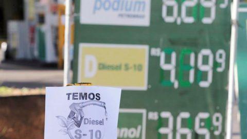 Setor de transportes é o mais afetado pelos cortes para baratear o diesel.
