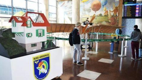 Aeroporto Santos Dumont recebe mostra com parte do acervo do pai da aviação.