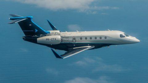 Embraer apresenta novos aviões no maior evento de aviação do mundo.