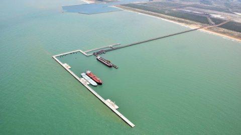 Porto de Açu terá heliporto para transporte de pessoal e cargas até plataformas na Bacia de Campos.