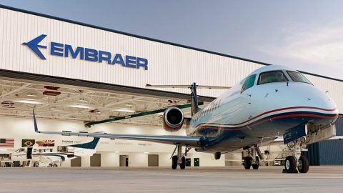 Embraer e Boeing assinam acordo para criar empresa de aviação comercial.